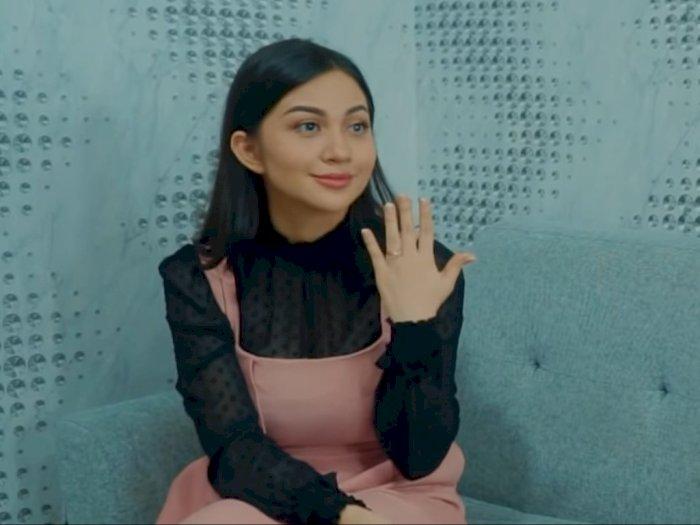 Ditanya Terkait Pasangan, Ariel Tatum Malah Tunjukkan Cincin di Jari Manisnya