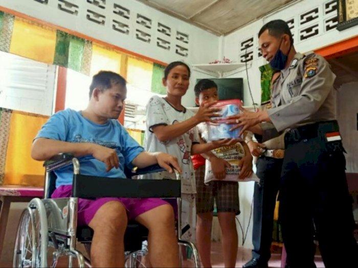 Kapolres Nias Sumbang Kursi Kepada Warga Penyandang Disabilitas