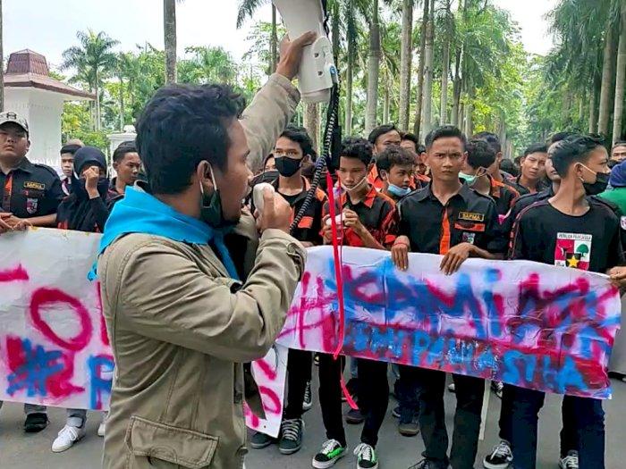 Tolak RUU HIP, Mahasiswa Deli Serdang Unjuk Rasa di Depan Kantor DPRD