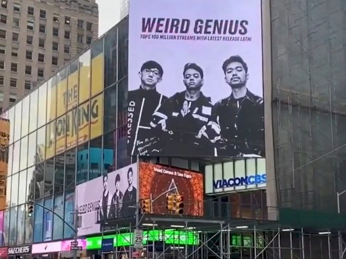 """Weird Genius Tak Menyangka """"Lathi"""" Bisa Muncul di Times Square"""