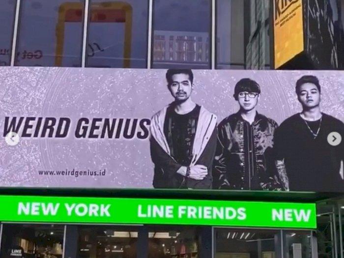 Baliho Weird Genius Muncul di Times Square New York, Ini Kata Pengamat Musik Bens Leo