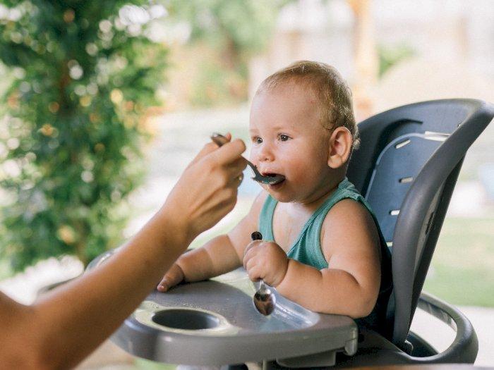 3 Hal Ini Bukan Berarti Si Kecil Siap Memulai MPASI ya Mom