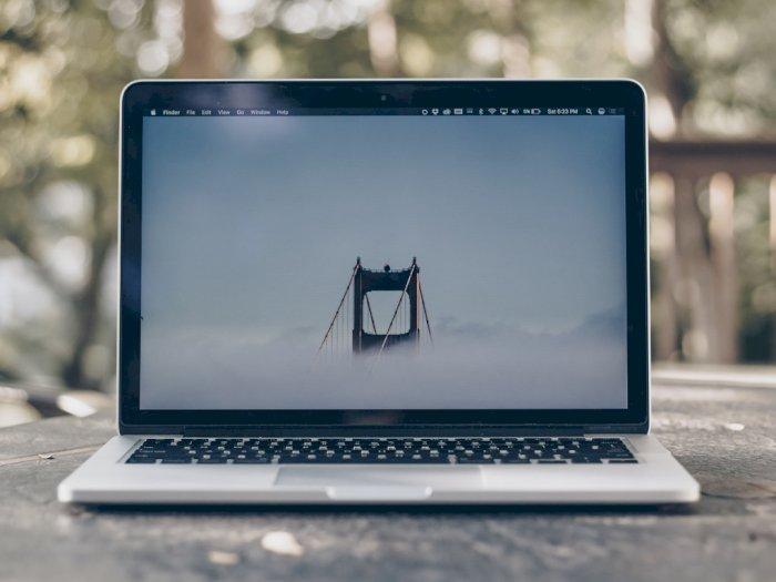 Apple: Jangan Tutup Kamera di MacBook Sembarangan, Bisa Merusak Layar!
