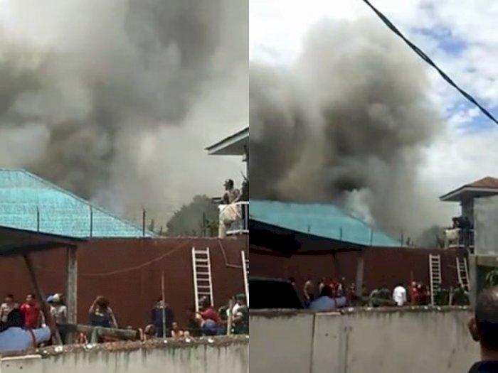 Sebuah Kios Bensin Eceran di Tebing Tinggi Terbakar, Seorang Korban Tewas