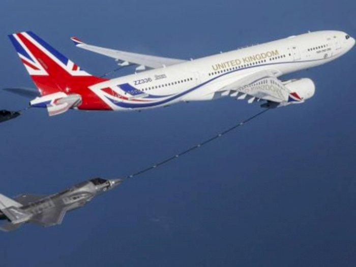 Begini Cara Pengisian Bahan Bakar Pesawat yang Sedang Mengudara