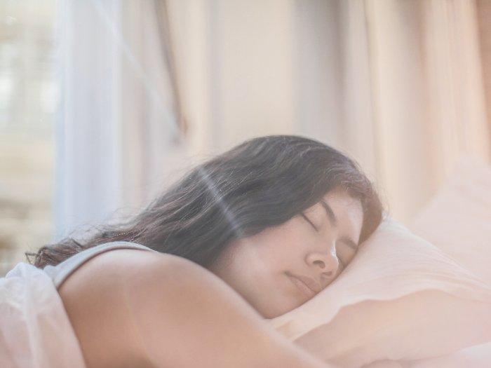 Ini Bahaya saat Kamu Tidur dengan Rambut Basah
