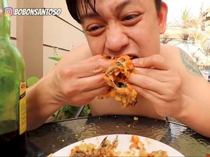 Gemar Sajian Ekstrem, YouTuber Indonesia Ini Makan Kelelawar Goreng Tepung