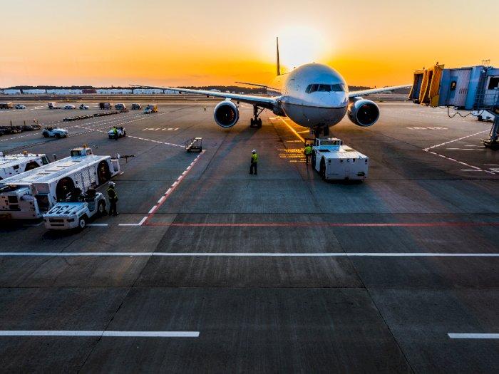 Pesawat Delay Jadi Alasan 3 Penumpang Serang Pegawai Maskapai