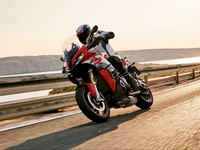 BMW Motorrad Luncurkan Moge untuk Touring Profesional