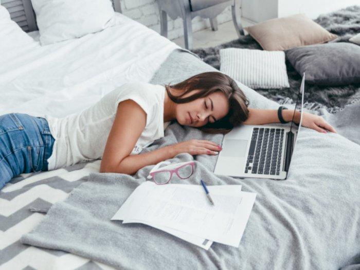 WFH Bikin Orang-orang Suka Kerja di Atas Tempat Tidur, Begini Efek Negatifnya