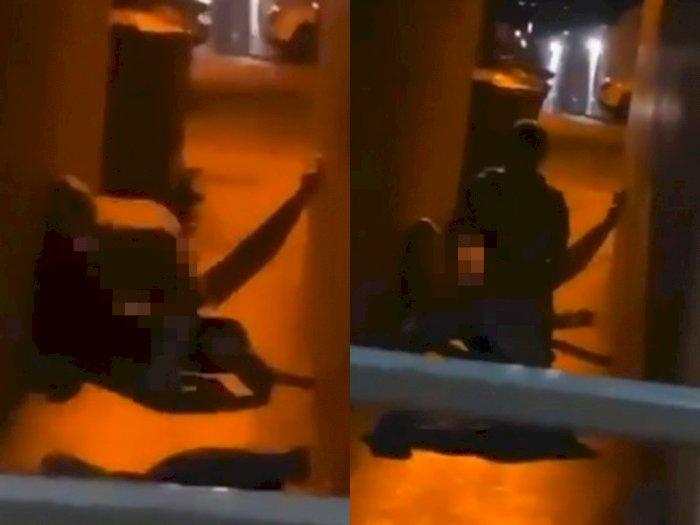 Pasangan Kekasih Ini 'Kegep' Berhubungan Seks di Gang Sempit, Videonya Viral di Medsos