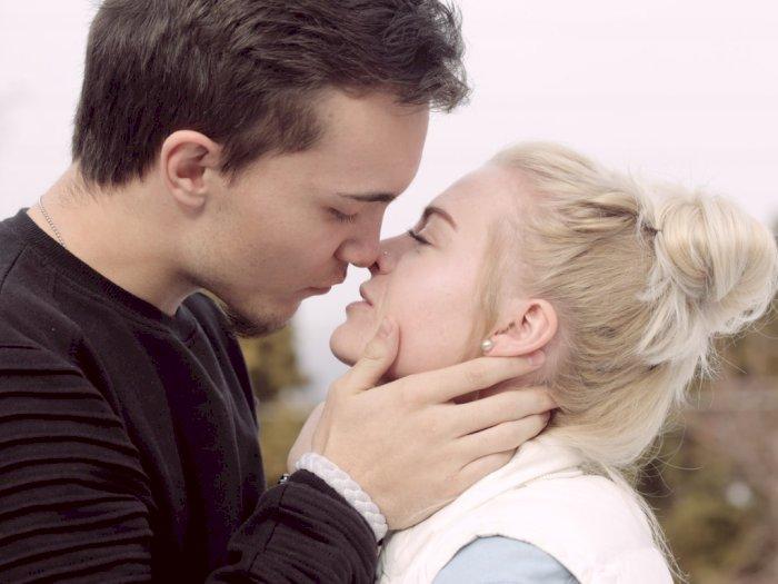Cegah Penyebaran COVID-19, Warga Jepang Dilarang Ciuman