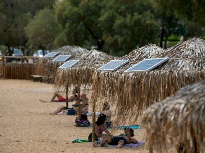 FOTO: Pantai di Yunani Sediakan Pengisi Daya Tenaga Surya