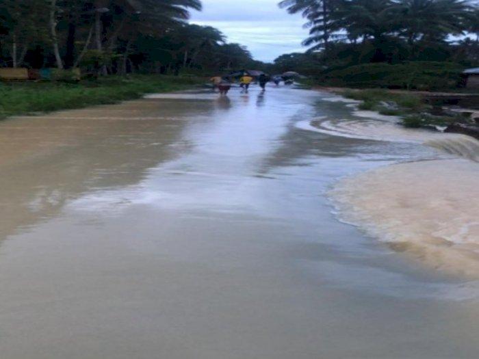 Banjir di Mandailing Natal: 3 Jembatan Terputus dan Belasan Warga Mengungsi