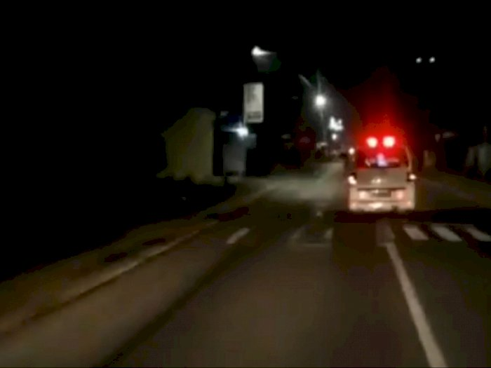 Merinding, Video Penampakan Pocong Duduk di Dalam Ambulans yang Tengah Jalan Kencang