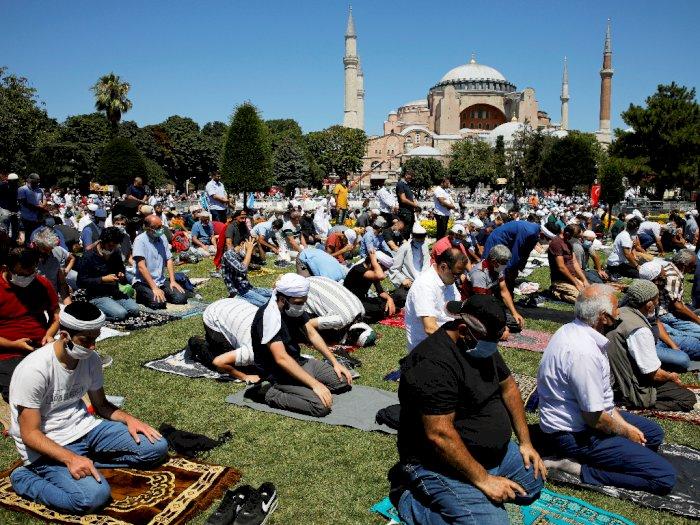 FOTO: Suasana Salat Jumat Pertama di Hagia Sophia