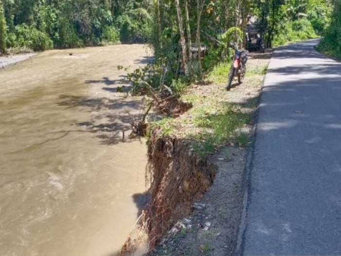 Hujan Deras, Jalan Penghubung Panyabungan Timur Terancam Putus