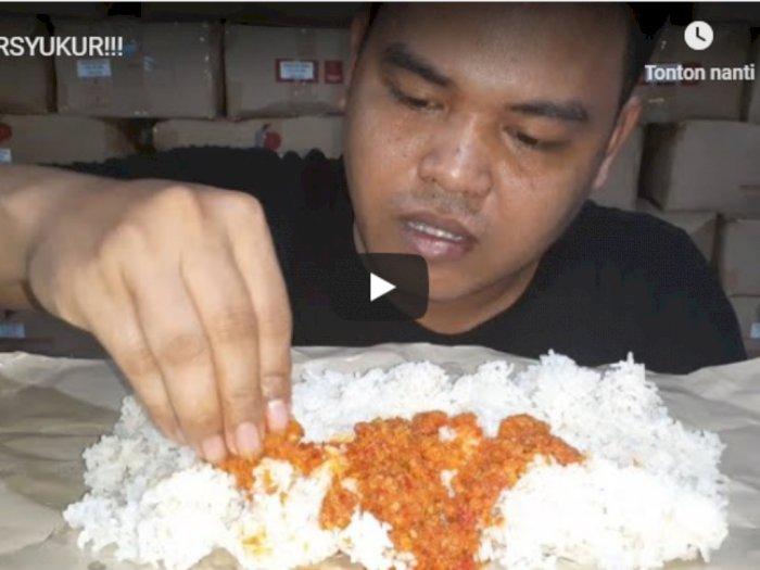 Viral, Kuli Bangunan Mukbang Sederhana Nasi dan Sambal