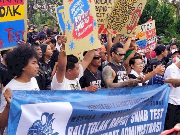 Berada di Barisan Paling Depan, Jerinx SID Ramaikan Demo Bali Tolak Rapid Tes