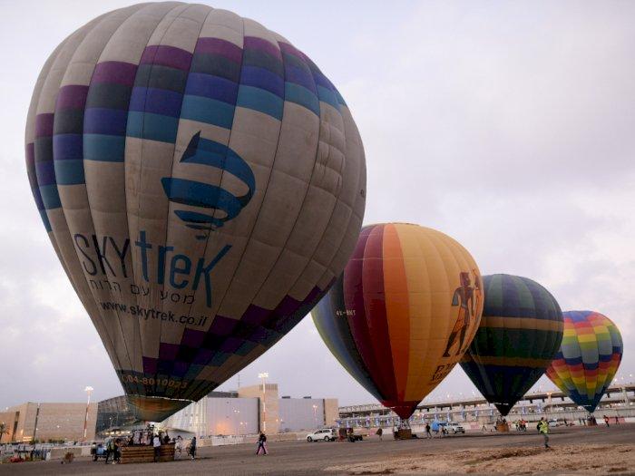 FOTO: Sepi Penerbangan, Bandara Ini Disulap Jadi Landasan Balon Udara