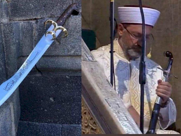 Khatib Bawa Pedang saat Salat Jumat Perdana di Masjid Hagia Sophia Turki, Inilah Maknanya
