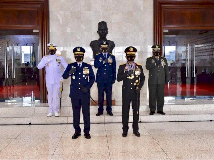 Dianggap Berjasa, Panglima TNI Berikan 3 Bintang Utama ke Kapolri