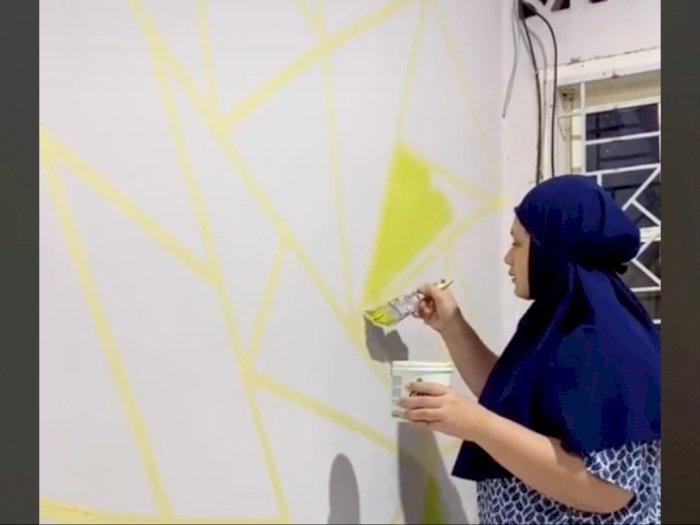 Bosan Masak dan Nyuci, Emak-emak Gabut Ini Corat-coret Dinding, Hasilnya Bikin Takjub