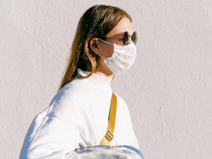 Terlalu Lama Pakai Masker Sebabkan Bau Mulut? Ini Cara Mengatasinya