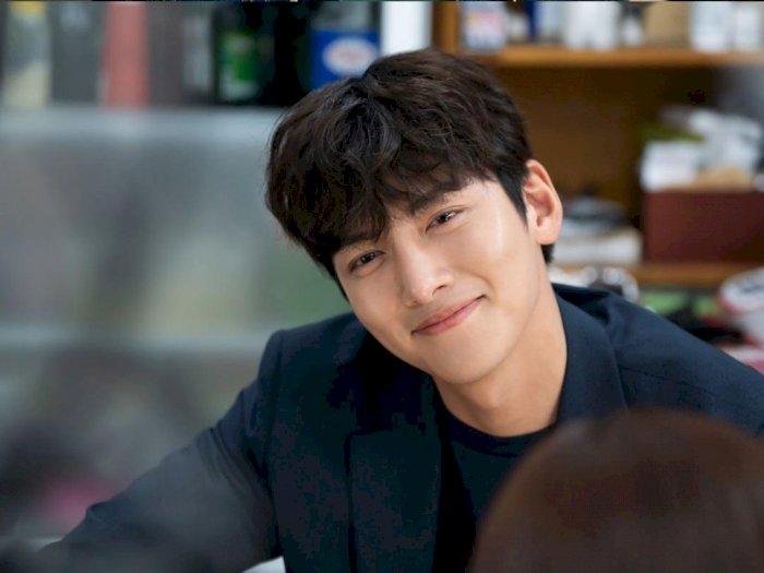 "Adegan Ini Bikin Ji Chang-wook Malu Dalam Drama ""Backstreet Rookie"""