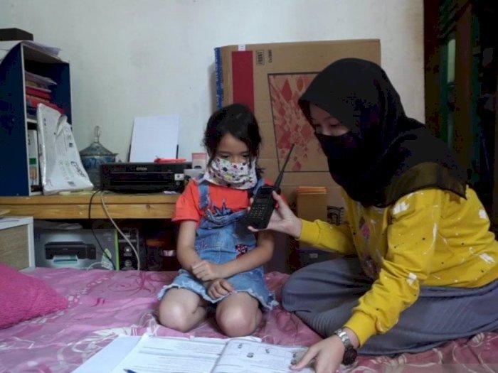 Susah Sinyal, Guru dan Siswa di Pelosok Cianjur Belajar Pakai HT