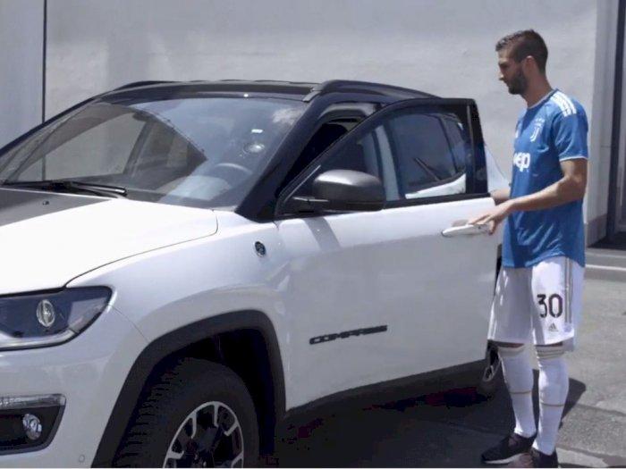 Wih, Para Pemain Juventus Berkesempatan Mengemudi Mobil Jeep Terbaru, Ini Ekspresinya!