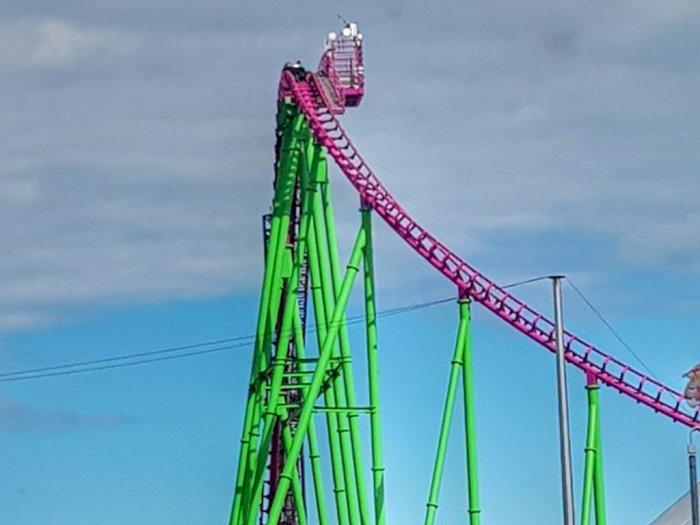 Wadaw! Roller Coaster Mendadak Mati di Ketinggian 150 Kaki, Puluhan Orang Terjebak 1 Jam