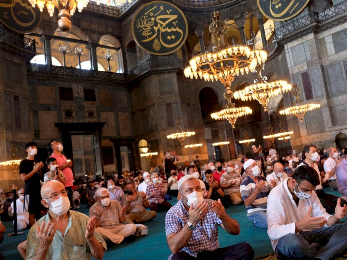 FOTO: Potret Pelaksanaan Salat Idul Adha Perdana di Hagia Sophia, Turki