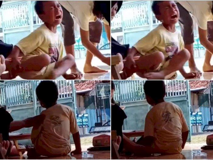 Ibu Ini Pukuli Anaknya Karena Malas Belajar, Netizen: Ketika Tugas Guru Diambil Emak-emak