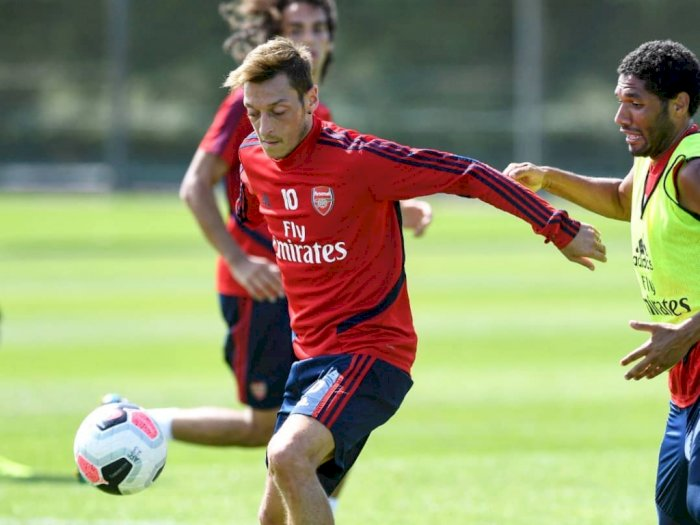Wilshere Yakin Melihat Ada Kejanggalan Soal Posisi Ozil di Arsenal