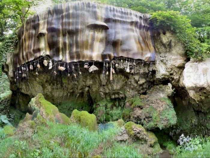 The Petrifying Well, Sumur yang Membuat Semua Benda Menjadi 'Batu'