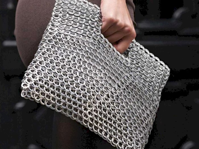 Unik! Produk Fashion Ini Berbahan Cincin Pembuka Kaleng