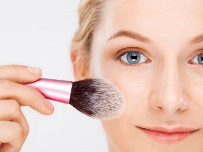 Benarkah Tak Memakai Primer Bisa Buat Makeup Mudah Luntur?