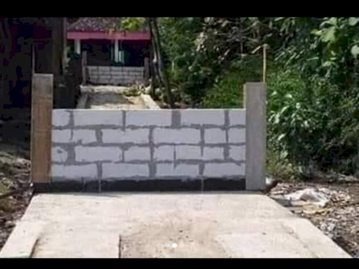 Viral Gegara Tak Pernah Ditegur, Seorang Warga Nekat Bangun Tembok di Tengah Jalan