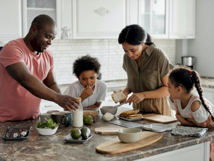 Tumbuhkan Sikap Altruisme pada Anak, Ini 3 Cara yang Harus Orangtua Lakukan