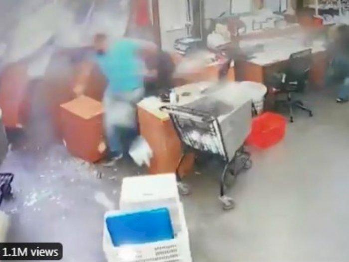 Detik-detik Ledakan di Beirut Lebanon Hancurkan Mini Market, Lihat Nasib Pegawainya