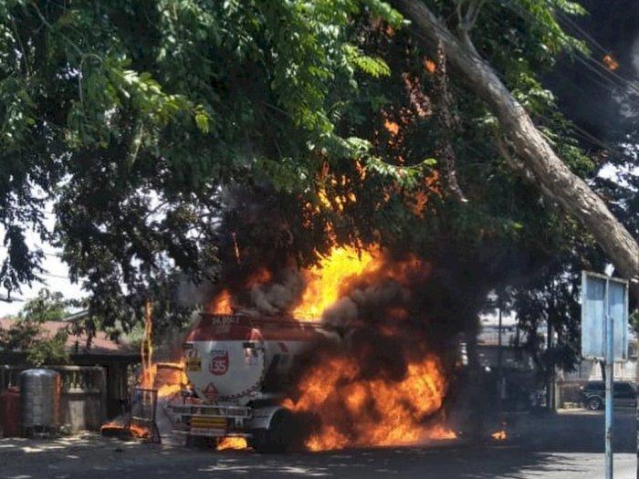 Video Truk Tangki BBM Terbakar di Marelan