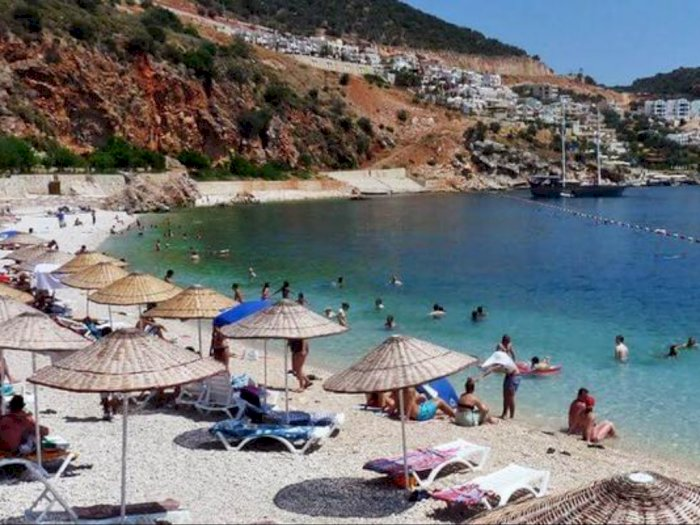 Duh, Warga Turki Ramai-Ramai ke Pantai Saat Libur Idul Adha, Pemerintah Cemas
