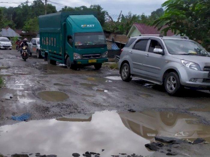 Miris, Jalan Lintas Menuju Ibu Kota Simalungun  Rusak Berat