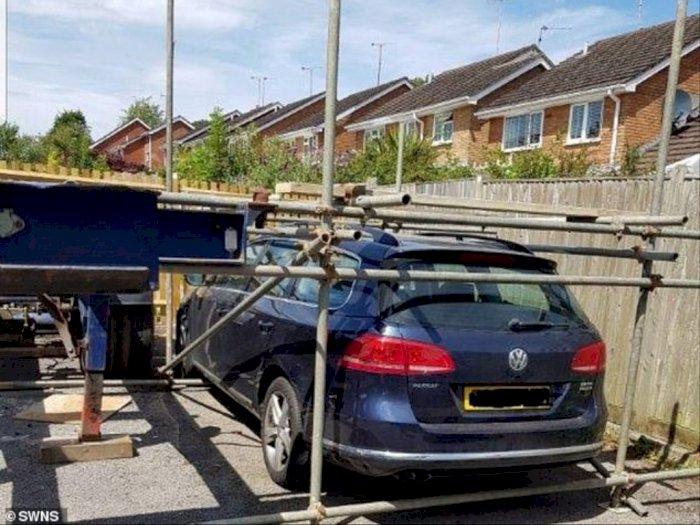 Usai Ribut Akibat Tempat Parkir, Volkswagen Passat Ini Malah 'Dikurung' Tetangga, Aduh!