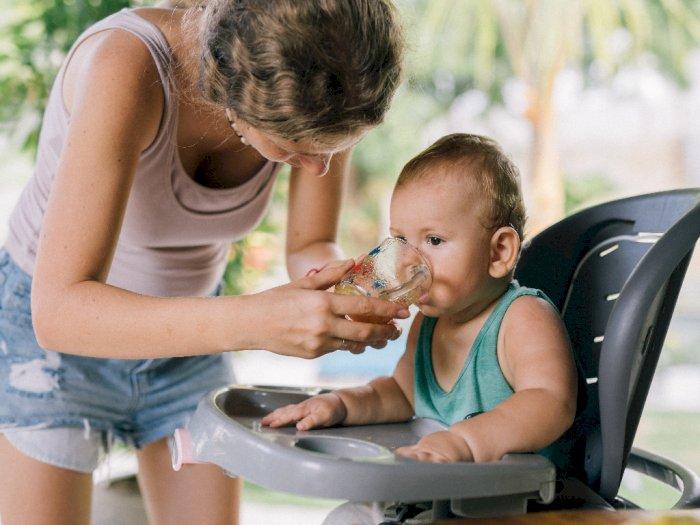 Saat Cuaca Panas Ini cara Menjaga Bayi Agar Tetap Terhidrasi