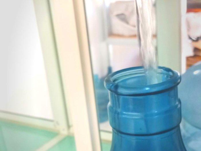 Mengkonsumsi Air Isi Ulang dalam Waktu Lama Diklaim Berbahaya untuk Kesehatan