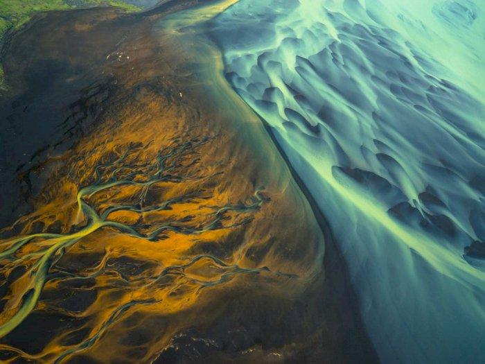 Potret Sungai Glasial Islandia Dalam Lukisan Abstrak, Artistik!