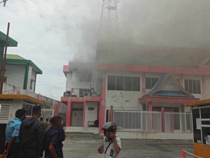 Tagar  #Telkomsel Jadi Trending, Diduga Gedungnya Terbakar di Pekanbaru