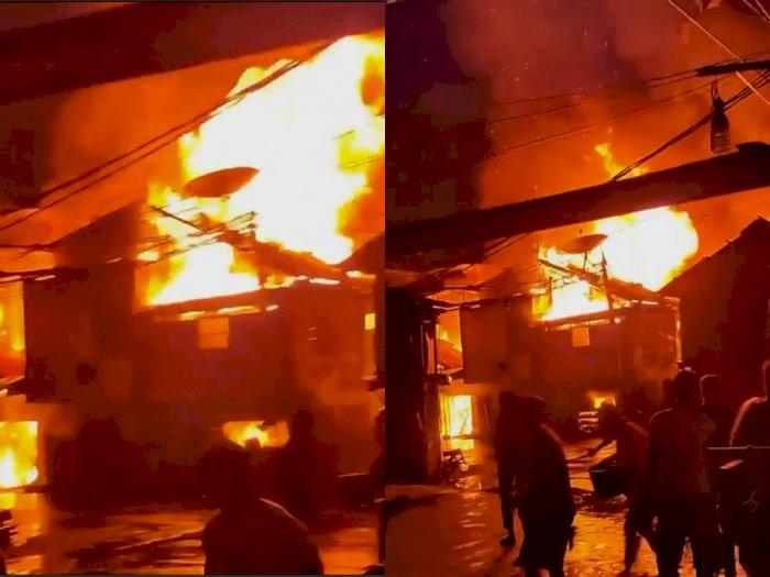 Permukiman Padat Penduduk di Tambora Terbakar, 175 Personil Damkar Dikerahkan